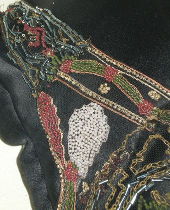 Detail - right shoulder