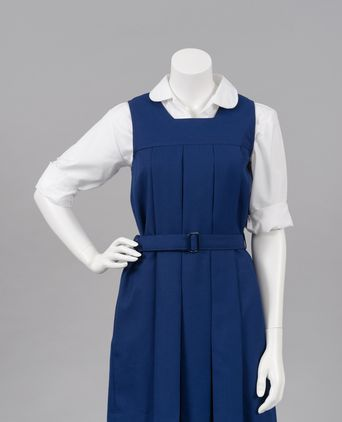 Box pleat uniform front