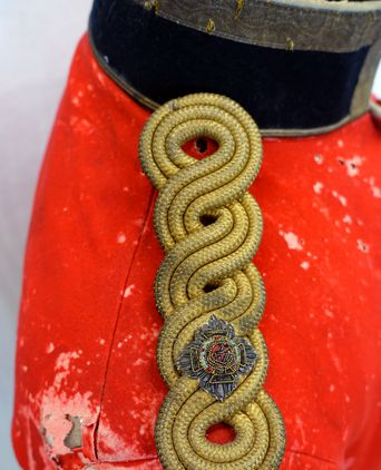 Triple knot epaulette with military insignia