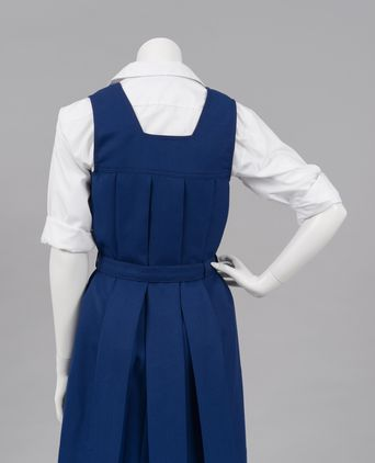 Box pleat uniform back